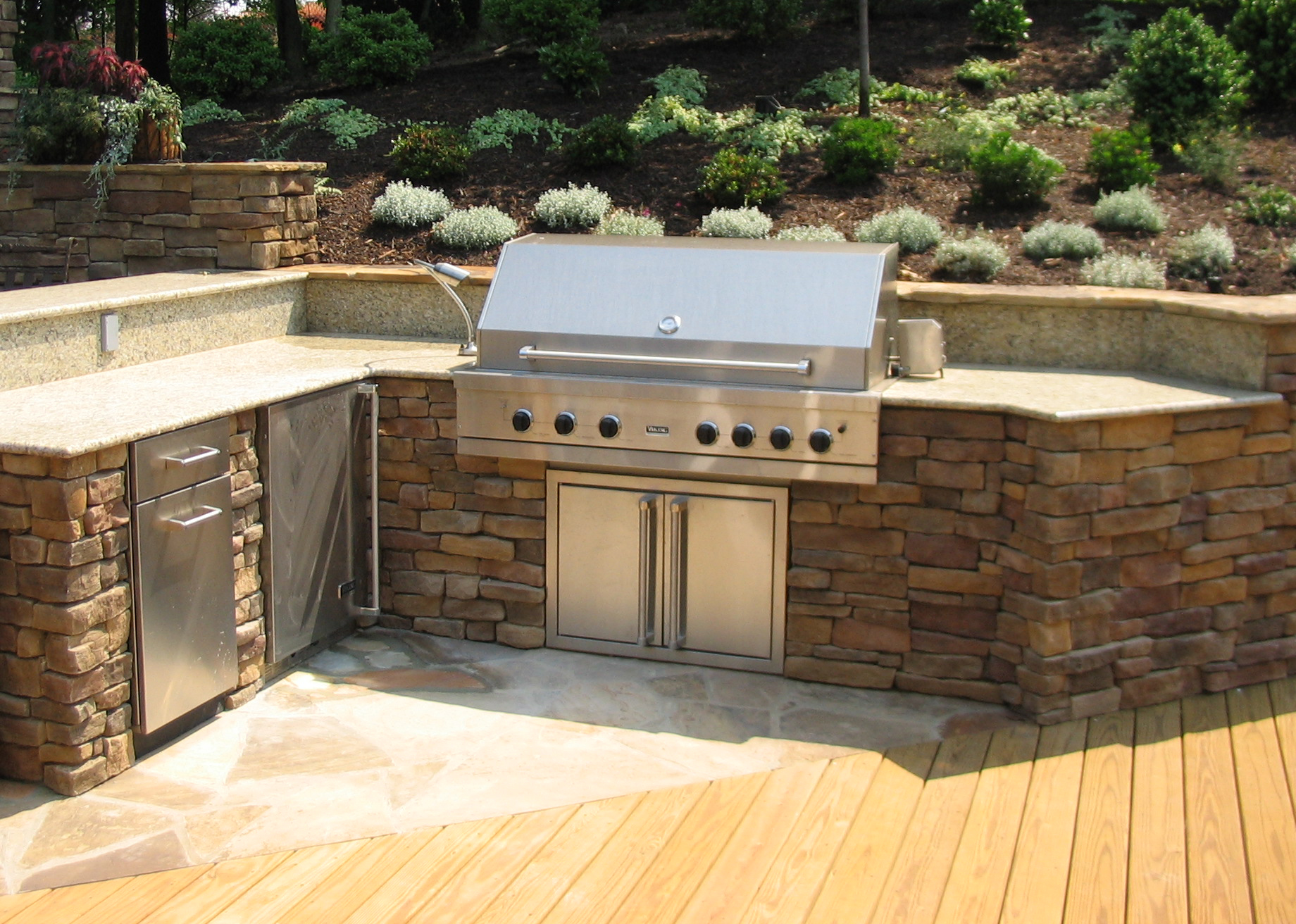 Designing an outdoor kitchen revolutionary gardens for Outdoor kitchen wall ideas